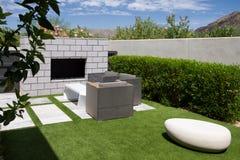 Jardins extérieurs de maison de luxe de manoir photographie stock