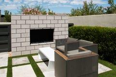 Jardins exteriores da casa luxuosa da mansão Fotos de Stock Royalty Free