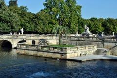 Jardins Nimes - Jardins de la Fontaine da fonte Fotos de Stock Royalty Free