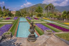 Jardins Terraced no jardim botânico da casa de campo Taranto em Pallanza, Verbania, Itália fotos de stock