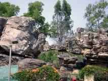 Jardín de piedras del templo de Tirupati Foto de archivo libre de regalías