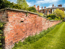 Jardín emparedado de la casa de ciudad Imagen de archivo