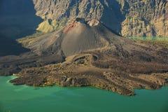 Jari Baru vulkan Royaltyfri Fotografi