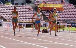 Jarmillia MURPHY-KNIGHT, Viivi LEHIKOINEN, Ruta OKULIC-KAZARINAITÄ- бежать барьеры 400 метров в чемпионате мира U20 IAAF стоковое изображение