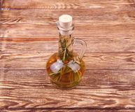 Jarra con aceite de romero Imagen de archivo libre de regalías