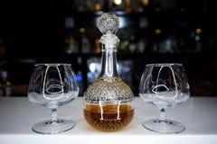 Jarra de cristal con alcohol imágenes de archivo libres de regalías