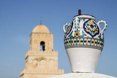 Jarra pintada a mano contra La Meca Foto de archivo libre de regalías