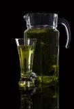 Jarra y un vidrio de zumo de manzana Fotografía de archivo libre de regalías