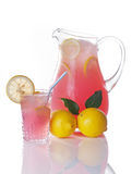 Jarra y vidrio rosados de la limonada fotografía de archivo libre de regalías