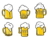 Jarras de cerveza de la cerveza de cerveza dorada fijadas Fotografía de archivo libre de regalías