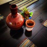 Jarrito hecho a mano mexicano de la arcilla (jarro) Imagen de archivo libre de regalías