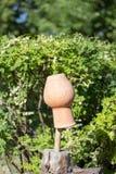 Jarro da argila em uma vara Fotografia de Stock