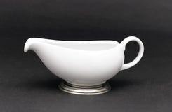 Jarro da porcelana para o leite do serviço imagem de stock royalty free