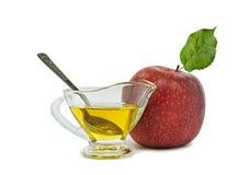 Jarro de la miel y de la manzana roja en el fondo blanco Foto de archivo