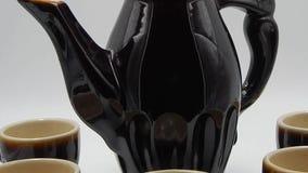 Jarro del café con las tazas almacen de video