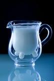 Jarro del vidrio de leche Fotografía de archivo libre de regalías