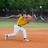 Jarro desconhecido que joga a bola Foto de Stock