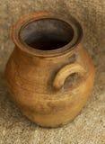 jarro marrón de la arcilla Fotografía de archivo libre de regalías