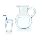 Jarro y vidrio con leche Imagen de archivo