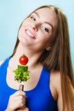 Jarska dziewczyny mienia sterta warzywa Fotografia Royalty Free