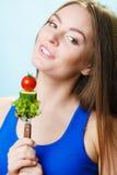 Jarska dziewczyny mienia sterta warzywa Fotografia Stock