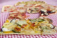 Jarska pizza z pomidor grul zucchini i oberżynami zdjęcie royalty free