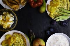 Jarski śniadaniowy stół, Super jedzenie i zdrowy łasowania pojęcie, kosmos kopii obraz stock