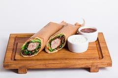 Jarski falafel shawarma na desce z Obrazy Stock