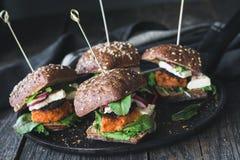 Jarskiego tofu hamburgeru marchwiani suwaki Zdjęcie Stock
