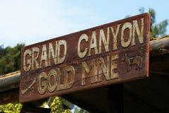 jaru złocisty uroczysty kopalni znak zdjęcia stock