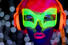 Jarzeniowego ultrafioletowego neonowego seksownego dyskoteki cyber lali żeńskiego robota elektroniczna zabawka Fotografia Royalty Free