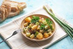 Jarzynowa przekąska na talerzu Braised zucchini karmowy wieśniak obraz stock