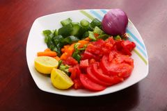 Jarzynowa sałatka z cebulą zdjęcia stock