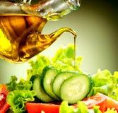 Jarzynowa sałatka z oliwa z oliwek opatrunkiem Obraz Royalty Free