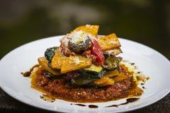 Jarzynowa sterta bania, zucchini, czerwony capsicum, oberżyna i pieczarka gotujący w -, pomidorze, cebuli i czosnku kumberlandzie Zdjęcie Royalty Free