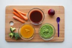 Jarzynowego puree lub dziecka jedzenie w szklanych pucharach Fotografia Royalty Free