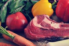 Jarzynowej polewki inkasowy mięso - grule, pomidory, marchewki, dziąsła Zdjęcie Royalty Free