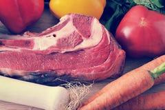 Jarzynowej polewki inkasowy mięso - grule, pomidory, marchewki, dziąsła Zdjęcia Stock