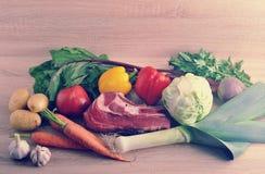Jarzynowej polewki inkasowy mięso - grule, pomidory, marchewki, dziąsła Obraz Stock