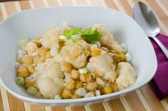 Jarzynowy curry z kalafiorem i chickpeas Obraz Royalty Free