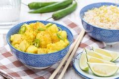 Jarzynowy curry z wapnem i mennicą w pucharze Obrazy Stock