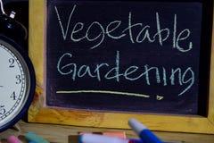 Jarzynowy ogrodnictwo na zwrota kolorowy ręcznie pisany na blackboard zdjęcia royalty free