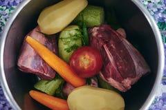 Jarzynowy rosół z wołowiny mięsem Fotografia Stock