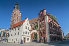Jas和玛高莎约翰尼和玛丽微型房子和圣伊丽莎白教会在弗罗茨瓦夫,西里西亚,波兰 库存图片