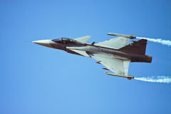 JAS Gripen在航空印度的飞行通行证 免版税库存照片