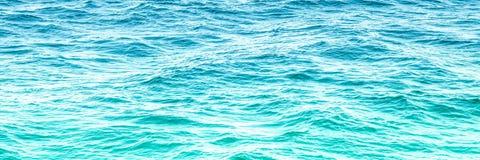 Jaskrawa Błękitna ocean woda obrazy stock