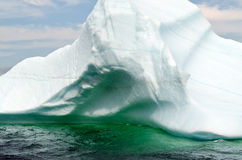 Jaskrawa biała góra lodowa Obraz Stock