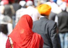 jaskrawa czerwona przesłona Sikhijska kobieta fotografia royalty free