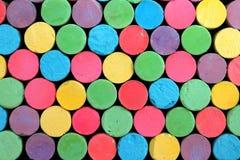 Jaskrawa kolorowa kreda układa przypadkowo obrazy stock