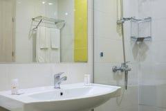 Jaskrawa sypialnia w nowożytnych hoteli/lów szczegółach 4 zdjęcie stock